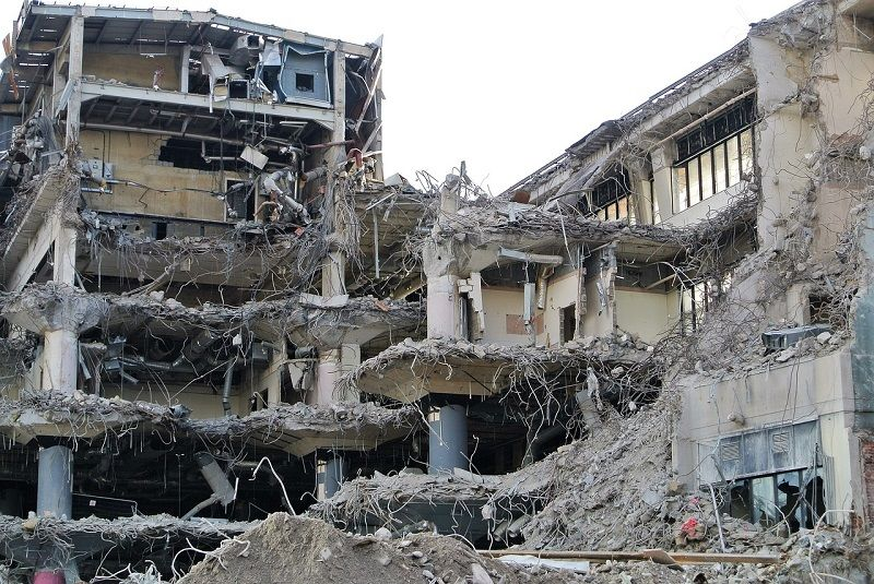 Jak zorganizować wyburzanie budynków i ścian?